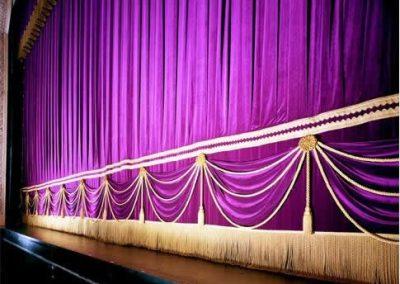 Pasamanerías e incrustaciones para telones teatrales